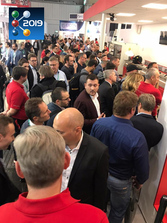Greiner Stand K Fair 2019 Crowd at DIGI.LINE Demo Web2